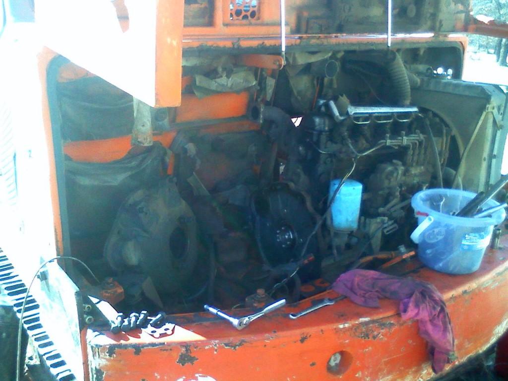 Daewoo dh50 excavator torn apart
